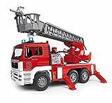 Besonders detailgetreues Feuerwehrauto-Spielzeug mit Wasserpumpe, Sound und Licht (Bruder)