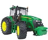 Detailgetreuer John Deere Traktor mit vielfältigen Erweiterungsmöglichkeiten (Bruder)