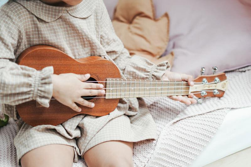 Beste Spielzeuggitarre für Kinder